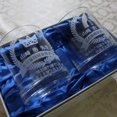 山崎先生への記念グラス