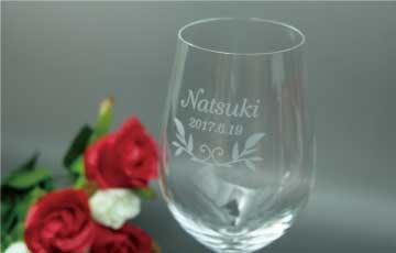 クリスタルワイングラス彫刻アップ