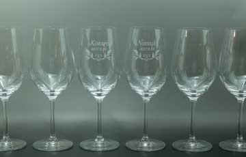 クリスタルワイングラス 繊細な彫刻