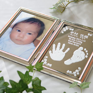 赤ちゃんの手形足型フォトフレーム